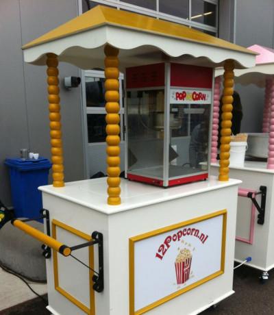 Leuke suikerspinkraam met Amerikaanse suikerspinmachineLeuke suikerspinkraam met Amerikaanse suikerspinmachine